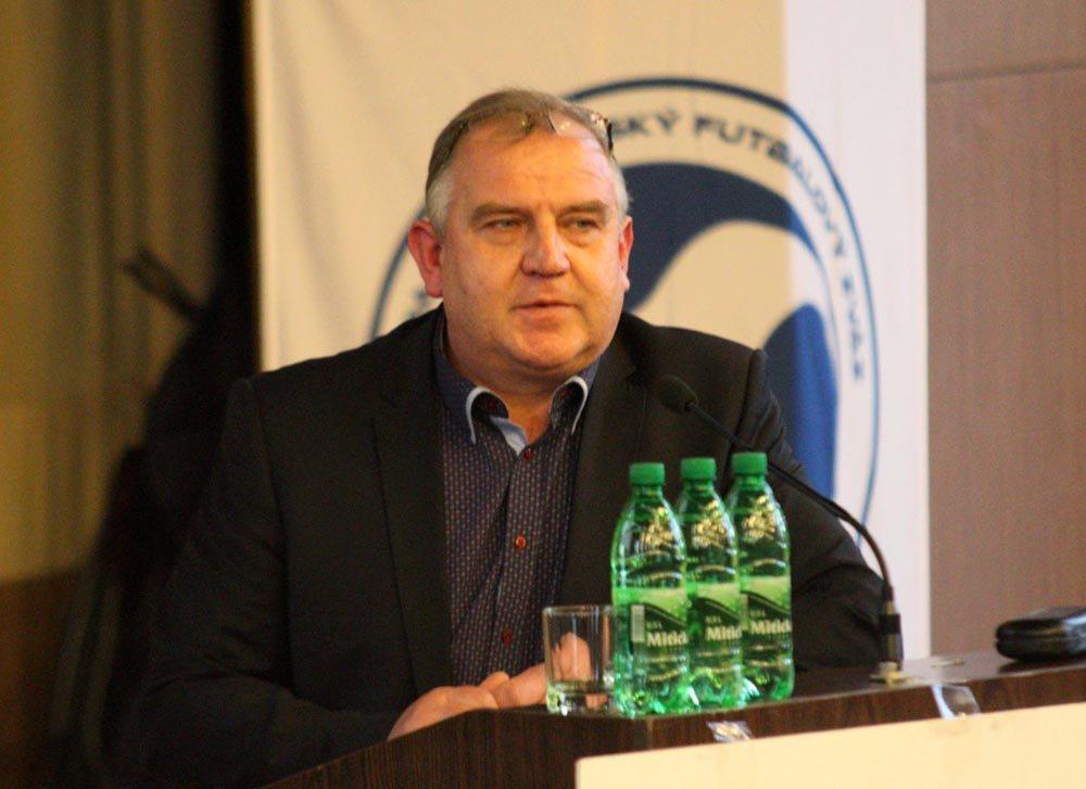 obr: Predsedom ZsFZ Pavol Šípoš