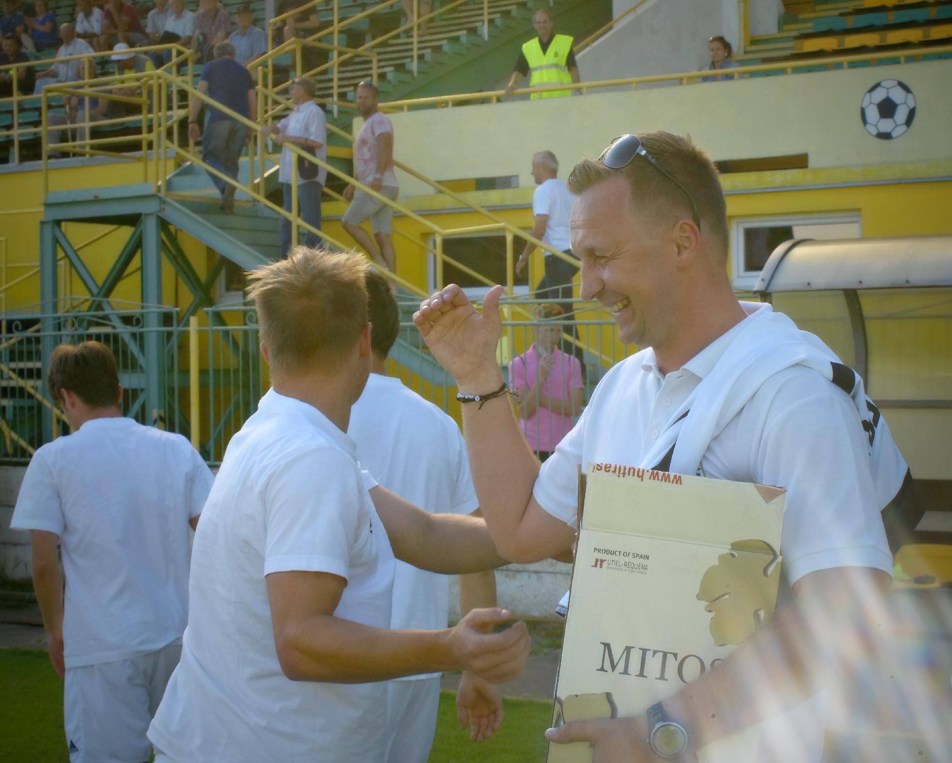 obr: Ďakujeme trénerovi Petrovi Černákovi