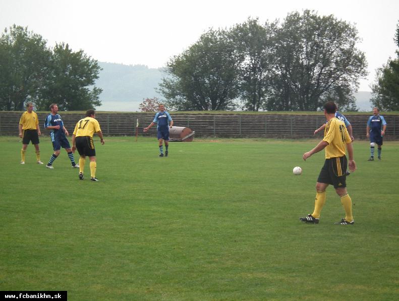 obr: Oslavu storočnice futbalu v Handlovej nezmaril ani dážď