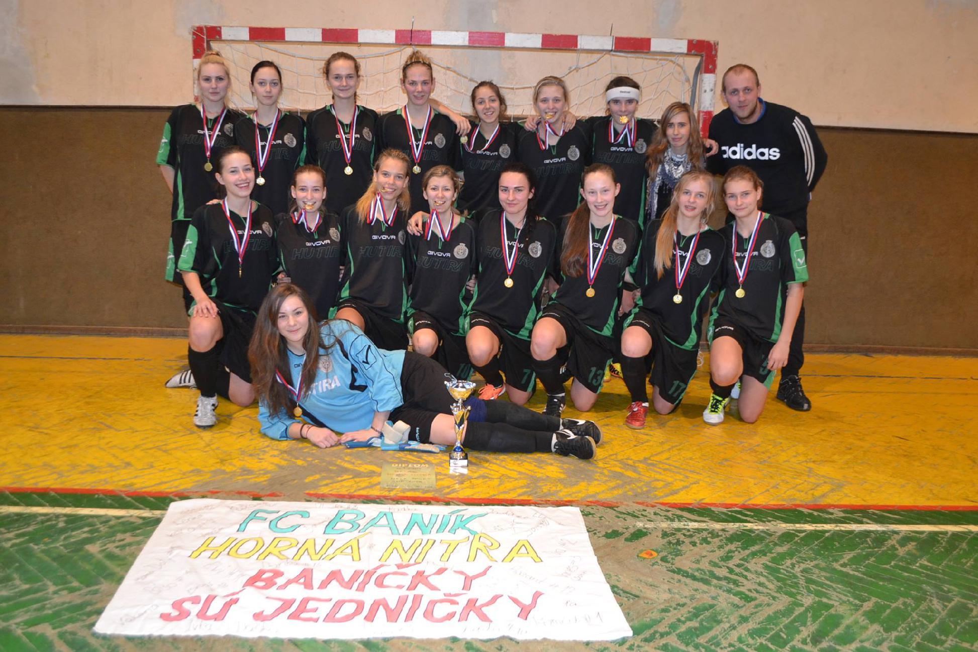 obr: Juniorky ovládli turnaj pod Dubňom: Máme pohár i naj hráčku!