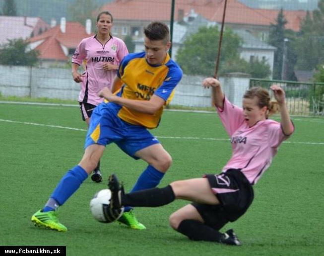 obr: Futbalistky Baníka si zmerali sily s nováckymi žiakmi