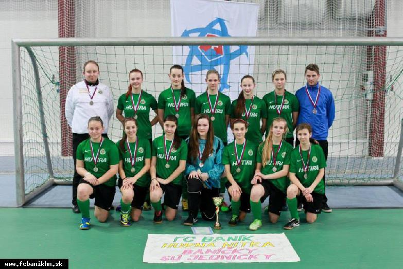 obr: Žiačky na halových majstrovstvách SR skončili druhé!