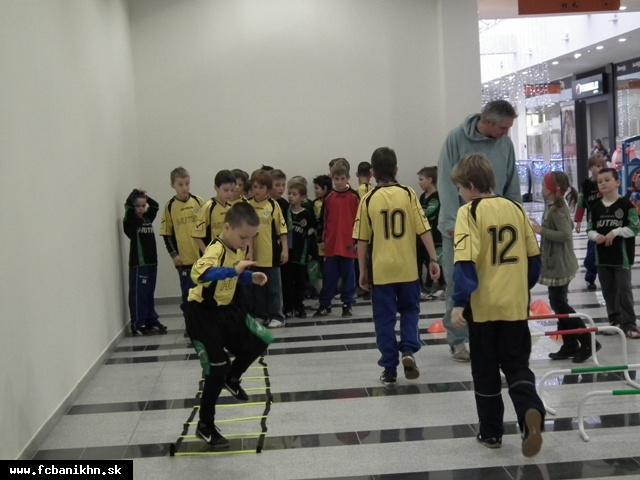 obr: U 11- Halový turnaj 22.1. 2012 vo Svinnej