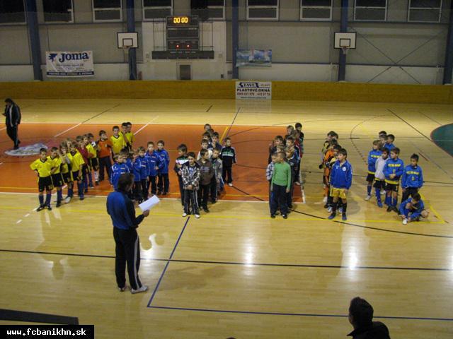 obr: Halový futbalový turnaj prípraviek v Handlovej