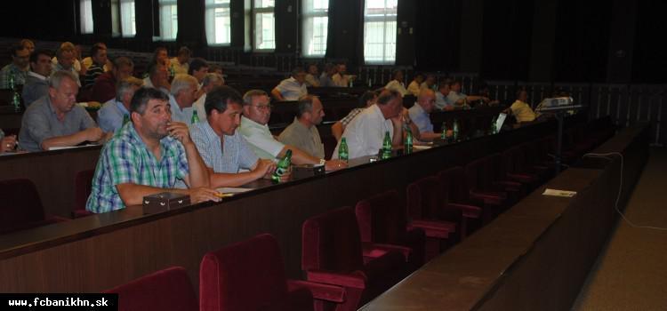 obr: Mimoriadna konferencia rozhodla o reorganizácii v súťažiach dospelých aj dorastu